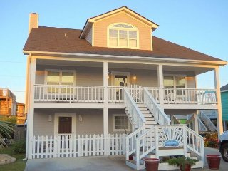 Spindrift - Pet friendly, 4 bedrooms, oceanview, plenty of parking, sleeps 10