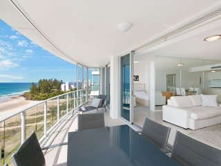 Reflections Tower 2 Unit 1304 - Luxury Apartment with amazing ocean and coastlin