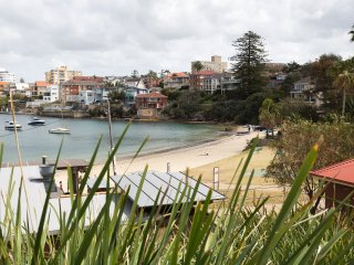 Unique Retreat opposite Little Manly beach!