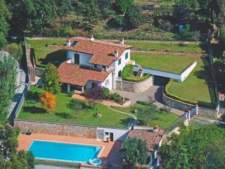 Detached villa 10 pax with pool 5 km to sea