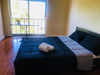 3 bedrooms beachside waterview apartment  ,maroubra ,bus at door to CBD, bondi .