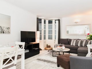 BEST Location! BIG! 4 BEDS/3 BEDROOM!! COVENT GARDEN! 3 min tube