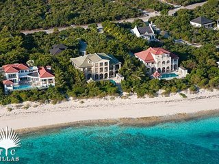 Villa Tamarind 6 Equal Master Suites on Grace Bay Beach walkable to marina