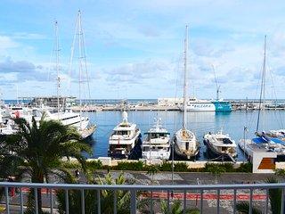 Apartamento con vistas al mar y al puerto
