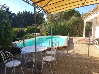 211021 3-bedroom villa, partly airco, pool, 3km from centre and Pampelone beach