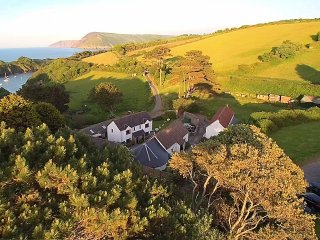 ROBIN COTTAGE, semi-detached, on working farm, parking, shared private beach, in