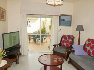 Fabulous semi-detached 4 bedroom house located at Valdelagrana