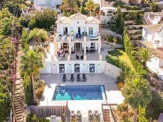 Boutique hotel style luxury villa, 5 bedrooms only 400m from beach with Med view