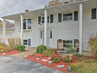 Charming Bay City House w/Deck -Walk to Lake Heron