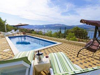5 bedroom Villa in Arbanija, Splitsko-Dalmatinska Županija, Croatia : ref 547253