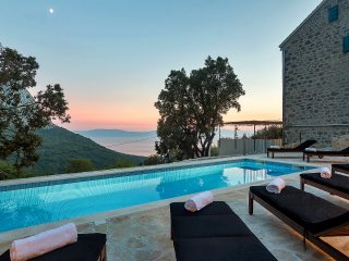 Holiday home Barbarella w/ pool Makarska Riviera