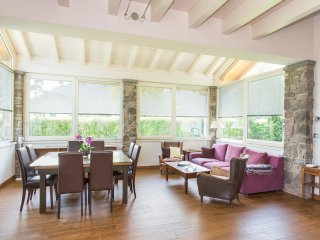 Bellagio Villa Sleeps 7 with Pool and Air Con