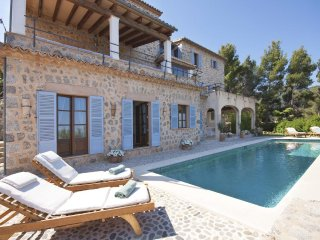 Deia Villa Sleeps 7 with Pool and WiFi - 5456653