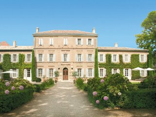 8 bedroom Villa in Saint-Martin-de-Crau, Provence-Alpes-Côte d'Azur, France : re