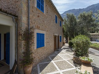 Deia Villa Sleeps 6 with Pool and Air Con - 5456666