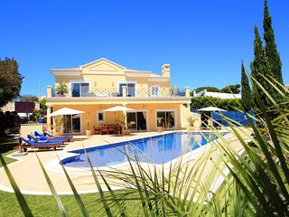 4 bedroom Villa in Vale do Lobo, Faro, Portugal : ref 5455859