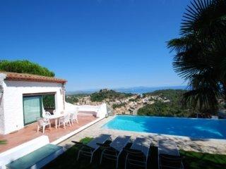 Begur Villa Sleeps 8 with Pool and WiFi - 5736612