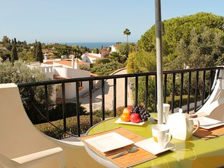 Beautifully Renovated 2 Bedroom Towhouse, Beautiful Sea Views