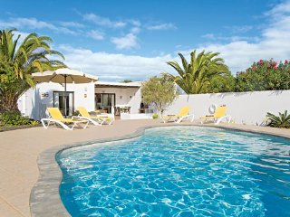 Beautiful Casa Paula - Heated Pool, Free WiFi & Sky TV - Ocean & Mountain Views