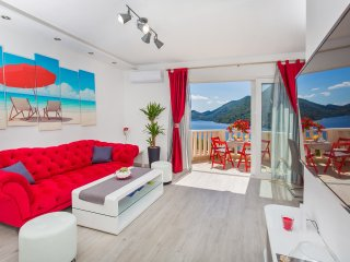 SUPERIOR POPPY 2BR apt with SEA VIEW