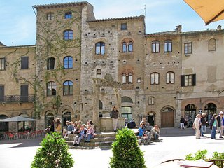 1 bedroom Apartment in San Gimignano, Tuscany, Italy : ref 5447512