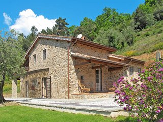 5 bedroom Villa in San Martino in Freddana-Monsagrati, Tuscany, Italy : ref 5447