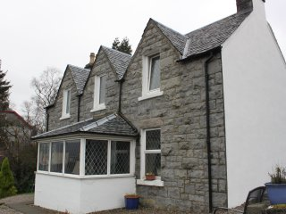 Whinburn self catering. Central, comfortable accommodation with private parking.