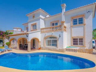 Cozy villa a short walk away (251 m) from the 'Playa la Fustera' in Benissa with