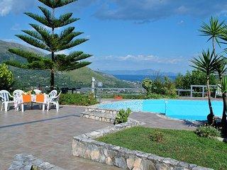 Villa Carine con piscina e vista panoramica