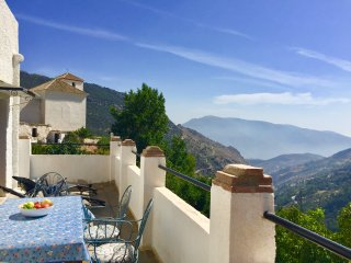 Lovely Apartment with Large Terrace and Incredible Mountain Views
