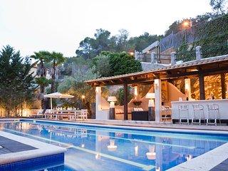 Villa Palmera, paradise near Barcelona, luxurious villa, comfortably sleeping 22