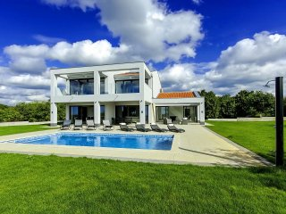 4 bedroom Villa in Tinjan, Istarska Zupanija, Croatia : ref 5426425