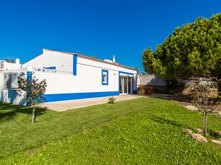 Casa Da Luz, 2-bed modern house with shared pool