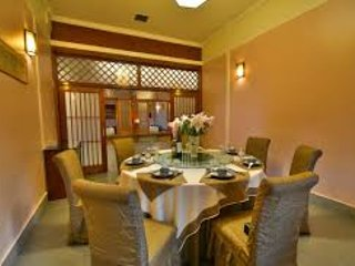 pranzo per la famiglia è ben impostato, dove potrete sedervi e anche sentire mente Non convertito dove sedersi