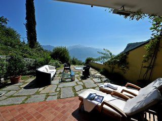 Menaggio Town House Sleeps 4 with WiFi - 5771353