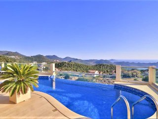 4 BEDROOMS VILLA LINDA