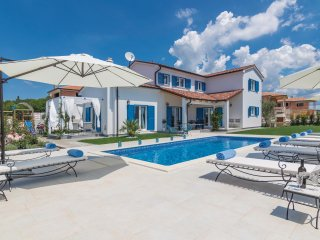 Awesome home in Tar w/ WiFi and 4 Bedrooms