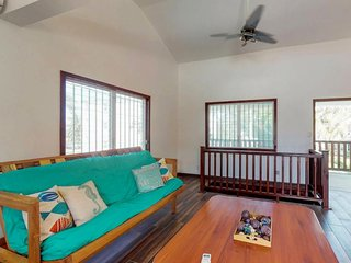 Breezy house with peaceful atmosphere near tennis, beach, diving, and more!