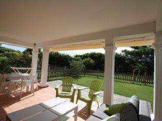Appartement EZANA rez de jardin calme avec piscine