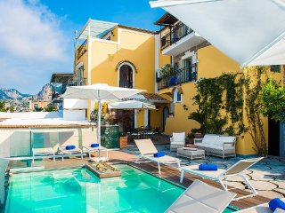 Bomerano Villa Sleeps 10 with Pool Air Con and WiFi - 5416220