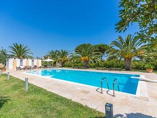 Villa with pool close beach