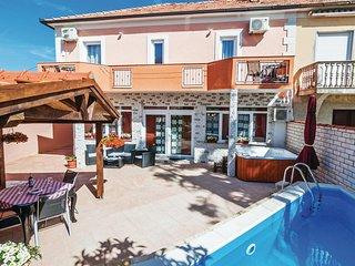Beautiful home in Zadar w/ Sauna, WiFi and 4 Bedrooms