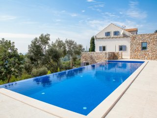 5 bedroom Villa with Pool and Air Con - 5390548