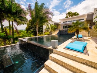 La Villa Vee with Caribbean Casas, with private pool and sea views!