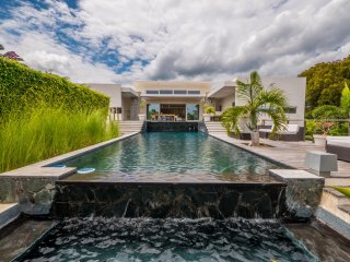 Caribbean Casas: Casa Cora, with a rooftop terrace and infinity pool!