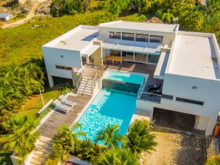 Caribbean Casas: Casa Saya for 9 in Puerto Plata, with an infinity pool and sea