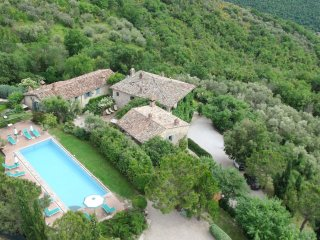 Beautifully presented large holiday home and pool in extensive manicured garden