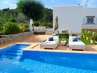 Cozy house with pool, barbecue, sea views, just 4.5km to Cala Bassa Beach -ETV-0