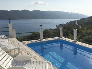 Beautiful home in Kuciste w/ WiFi and 4 Bedrooms
