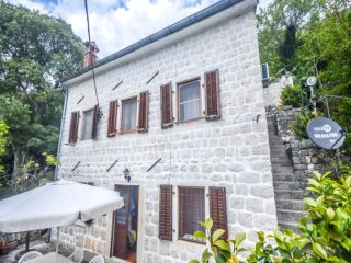 Apartment Vila Venezia Perast.Stone house 30 meters to thr sea.Near the beach andrestauants